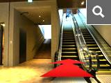 エスカレーターで1階へ登ります。