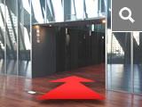 中層階用エレベーターで15階へ。