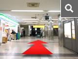 近鉄・阪神 難波駅西改札から正面エスカレーターへ。